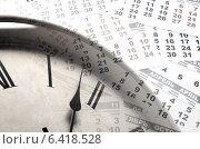 Купить «Часы со стрелкой на фоне календаря», фото № 6418528, снято 1 июля 2020 г. (c) Александр Калугин / Фотобанк Лори