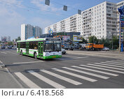 Автобус ЛиАЗ-5292 следует по улице Маршала Катукова по маршруту № 137, эксклюзивное фото № 6418568, снято 7 августа 2012 г. (c) Дмитрий Абушкин / Фотобанк Лори