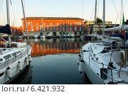 Стоянка яхт в Неаполе (2011 год). Редакционное фото, фотограф Анна Дорофеенко / Фотобанк Лори