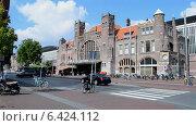 Купить «Центральный железнодорожный вокзпл (Харлем, Голландия)», видеоролик № 6424112, снято 13 сентября 2014 г. (c) FMRU / Фотобанк Лори