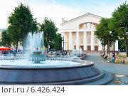 Купить «Город Калуга. Театральная площадь», эксклюзивное фото № 6426424, снято 5 августа 2014 г. (c) Зобков Георгий / Фотобанк Лори