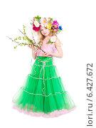 Девочка в розово-зеленом платье и с венком на голове. Костюм весны, фото № 6427672, снято 10 апреля 2014 г. (c) Сергей Сухоруков / Фотобанк Лори