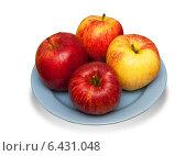 Купить «Яблоки на блюде», фото № 6431048, снято 15 июня 2013 г. (c) Дмитрий Шульгин / Фотобанк Лори