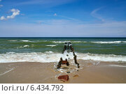 Купить «Море и волнорез», фото № 6434792, снято 20 июля 2013 г. (c) Сергей Трофименко / Фотобанк Лори