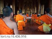 Fang, Thailand, novices during evening prayer (2009 год). Редакционное фото, агентство Caro Photoagency / Фотобанк Лори
