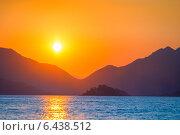 Купить «Красивый восход солнца над горами и морем», фото № 6438512, снято 10 августа 2014 г. (c) Константин Лабунский / Фотобанк Лори