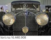 Купить «Фары Bosch на раритетном автомобиле Мercedes-Benz, ММАС 2014», фото № 6440908, снято 30 августа 2014 г. (c) Алексей Голованов / Фотобанк Лори