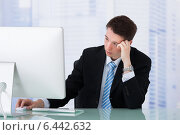 Купить «Worried Businessman Looking At Computer At Desk», фото № 6442632, снято 18 мая 2014 г. (c) Андрей Попов / Фотобанк Лори