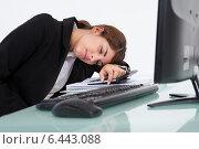 Купить «Stressed Businesswoman Leaning At Desk», фото № 6443088, снято 18 мая 2014 г. (c) Андрей Попов / Фотобанк Лори