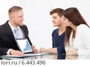 Купить «Advisor Showing Investment Plans To Couple On Laptop», фото № 6443496, снято 30 марта 2014 г. (c) Андрей Попов / Фотобанк Лори