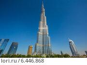 Бурдж Халифа, самое высокое здание в мире. Дубаи (2013 год). Редакционное фото, фотограф Олег Жуков / Фотобанк Лори