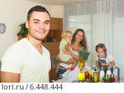 Купить «Parents and children with food», фото № 6448444, снято 17 июля 2018 г. (c) Яков Филимонов / Фотобанк Лори