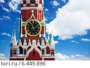 Купить «Москва. Кремль, Спасская башня с часами на небе с облаками», фото № 6449896, снято 3 июня 2014 г. (c) Сергей Новиков / Фотобанк Лори