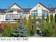 Купить «Красивые  частные дома», эксклюзивное фото № 6451840, снято 26 сентября 2014 г. (c) Svet / Фотобанк Лори