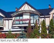 Купить «Красивый дом», эксклюзивное фото № 6451856, снято 26 сентября 2014 г. (c) Svet / Фотобанк Лори
