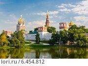 Купить «Новодевичий монастырь в Москве, Россия», фото № 6454812, снято 20 августа 2013 г. (c) Валерия Потапова / Фотобанк Лори