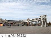 Купить «Город Тюмень. Центральная арка на Цветном бульваре», эксклюзивное фото № 6456332, снято 28 сентября 2014 г. (c) Валерий Акулич / Фотобанк Лори