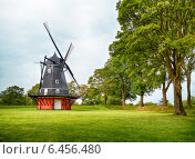Купить «The windmill at Kastellet in Copenhagen.», фото № 6456480, снято 22 августа 2014 г. (c) Serg Zastavkin / Фотобанк Лори