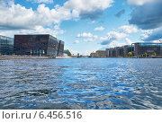 "Купить «The view along the main harbour on ""The Black Diamont"" Library in Copenhagen.», фото № 6456516, снято 21 августа 2014 г. (c) Serg Zastavkin / Фотобанк Лори"