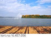Купить «Озеро Сенеж в Солнечногорске осенью», эксклюзивное фото № 6457056, снято 22 сентября 2014 г. (c) lana1501 / Фотобанк Лори