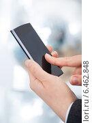 Купить «Businesswoman's Hands Using Smartphone», фото № 6462848, снято 23 января 2014 г. (c) Андрей Попов / Фотобанк Лори