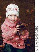 Девочка с листиками. Стоковое фото, фотограф Анна Алексеенко / Фотобанк Лори