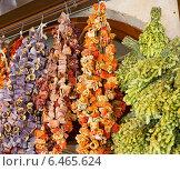 Купить «Пряности сушатся на солнце на рынке в Анталье днем», фото № 6465624, снято 23 июля 2014 г. (c) Александр Фрейдин / Фотобанк Лори