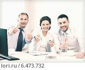 Купить «business team showing thumbs up in office», фото № 6473732, снято 9 июня 2013 г. (c) Syda Productions / Фотобанк Лори