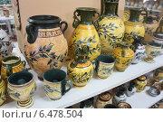 Купить «Керамическая посуда в сувенирной лавке, Крит, Греция», эксклюзивное фото № 6478504, снято 23 июля 2014 г. (c) Алексей Гусев / Фотобанк Лори