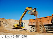 Купить «wheel loader excavator and tipper dumper», фото № 6481696, снято 18 сентября 2014 г. (c) Дмитрий Калиновский / Фотобанк Лори