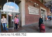 Выход из метро Цветной бульвар в Москве (2014 год). Редакционное фото, фотограф Володина Ольга / Фотобанк Лори