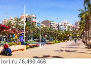 Купить «Avenue Admiral July Guillen Tato in Alicante», фото № 6490468, снято 14 апреля 2014 г. (c) Яков Филимонов / Фотобанк Лори