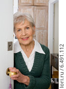 Купить «Grandmother (old lady) opening the door», фото № 6491112, снято 5 апреля 2020 г. (c) BE&W Photo / Фотобанк Лори