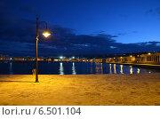 Пустой причал ночью, Виесте, Италия (2013 год). Стоковое фото, фотограф Bohumil Prazsky / Фотобанк Лори