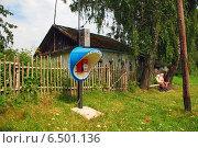 Купить «Таксофон в деревне, Калужская область», эксклюзивное фото № 6501136, снято 20 июля 2009 г. (c) lana1501 / Фотобанк Лори