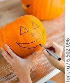 Купить «close up of woman with pumpkins at home», фото № 6502096, снято 17 сентября 2014 г. (c) Syda Productions / Фотобанк Лори