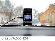 Купить «Видеорегистратор автомобильный gmini magiceye HD300 ведет видеозапись дорожной обстановки», фото № 6506124, снято 31 января 2013 г. (c) Олег Пчелов / Фотобанк Лори