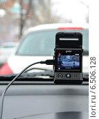 Купить «Видеорегистратор автомобильный gmini magiceye HD300 в работе», фото № 6506128, снято 31 января 2013 г. (c) Олег Пчелов / Фотобанк Лори