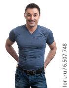 Купить «Радостный мужчина в джинсах и синей футболке», фото № 6507748, снято 8 октября 2014 г. (c) Александр Лычагин / Фотобанк Лори