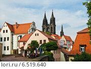 Улица в старом городе (Meissner Altstadt) и вид на кафедральный собор (Meissner Dom), Мейсен, Германия (2014 год). Стоковое фото, фотограф Алина Сбитнева / Фотобанк Лори
