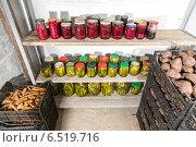 Свежий картофель, морковь, консервированные овощи и банки с вареньем в новом погребе, фото № 6519716, снято 5 октября 2014 г. (c) Евгений Ткачёв / Фотобанк Лори