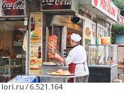 Купить «Приготовление шаурмы на открытом воздухе. Стамбул. Турция», фото № 6521164, снято 21 февраля 2014 г. (c) Николай Коржов / Фотобанк Лори