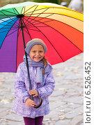 Купить «Девочка с зонтиком», фото № 6526452, снято 6 октября 2013 г. (c) Анастасия Лукьянова / Фотобанк Лори