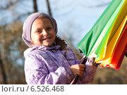 Купить «Девочка с зонтиком», фото № 6526468, снято 6 октября 2013 г. (c) Анастасия Лукьянова / Фотобанк Лори