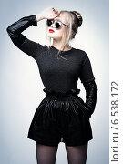 Блондинка в стиле рок. Стоковое фото, фотограф Яна Застольская / Фотобанк Лори