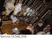 Камень помазания. Храм Гроба Господня. Иерусалим (2014 год). Редакционное фото, фотограф Александр Лядов / Фотобанк Лори