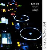 Купить «Светящийся пульт диджея», фото № 6545364, снято 17 декабря 2011 г. (c) Максим Блинков / Фотобанк Лори