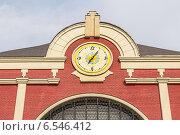 Часы на здании Казанского вокзала. Москва, Новорязанская улица (2014 год). Стоковое фото, фотограф Владимир Сергеев / Фотобанк Лори