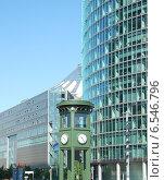 Купить «Первый светофор в континентальной Европе (Берлин) на Потсдамской площади», фото № 6546796, снято 17 октября 2014 г. (c) Иванова Анастасия / Фотобанк Лори