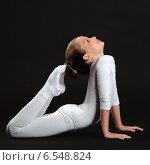 Красивая девочка гимнастка делает упражнения. Стоковое фото, фотограф Сергей Богданов / Фотобанк Лори
